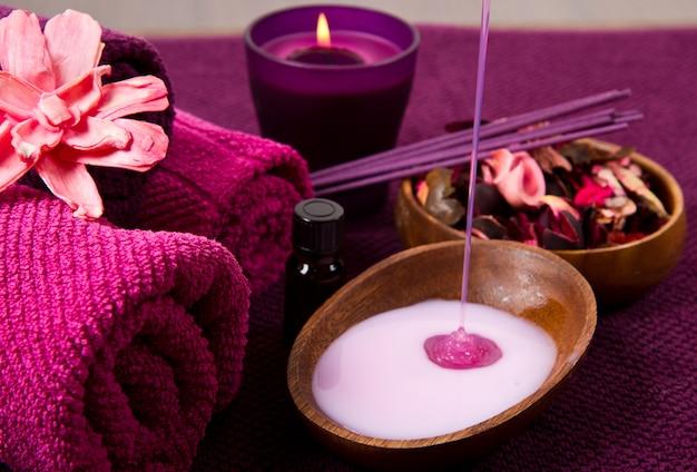Éléments de spa en rose Photo Premium