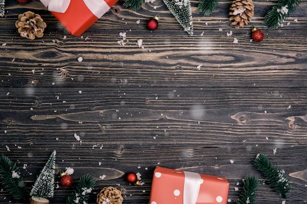 Éléments De Vacances De Noël Sur Fond En Bois Photo Premium