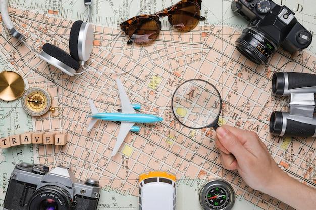Éléments de voyage sur carte vintage Photo gratuit