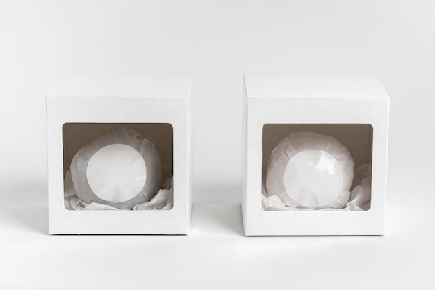 Emballage De Bombe De Bain Sur Fond Blanc Photo gratuit