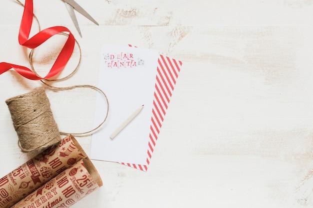 Emballage cadeau et lettre du père noël pour maquette Photo gratuit