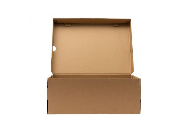 Emballage de produit de boîte de chaussures en carton brun avec un tracé de détourage. Photo Premium