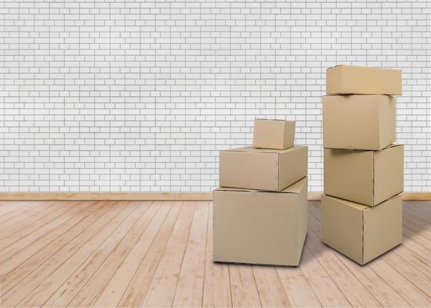 Emménager dans une nouvelle maison. salle vide avec des boîtes en carton Photo Premium