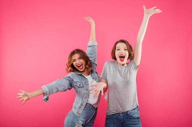 Émotionnel A Excité Deux Amies Photo gratuit
