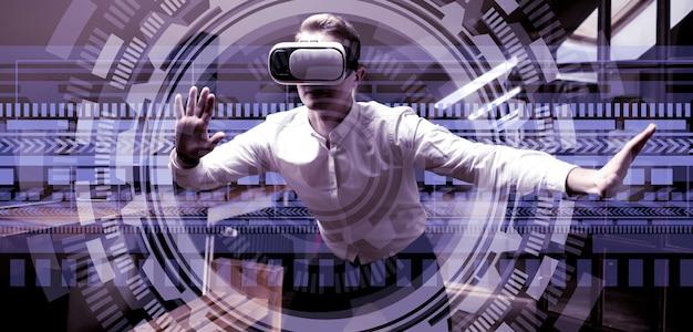 Employé bureau, dans, lunettes, utilisation, 3d, interface Photo Premium