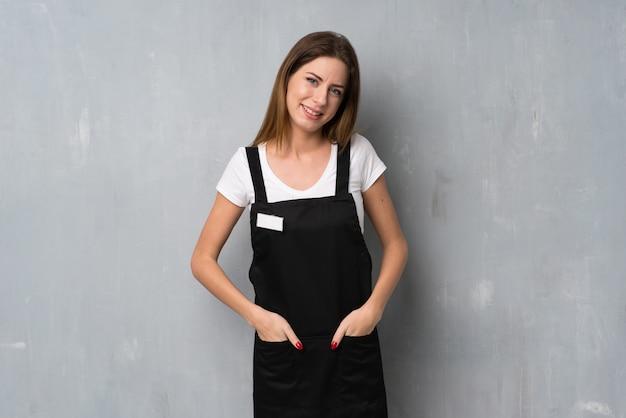 Employé femme souriant Photo Premium