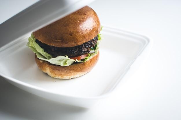 Emporter un hamburger Photo gratuit