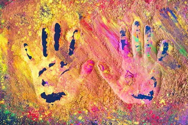 Empreintes De Mains Sur Poudre Colorée Photo gratuit