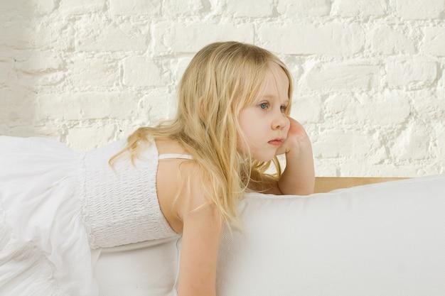 Enfant Fille Rêve Maison Photo Premium