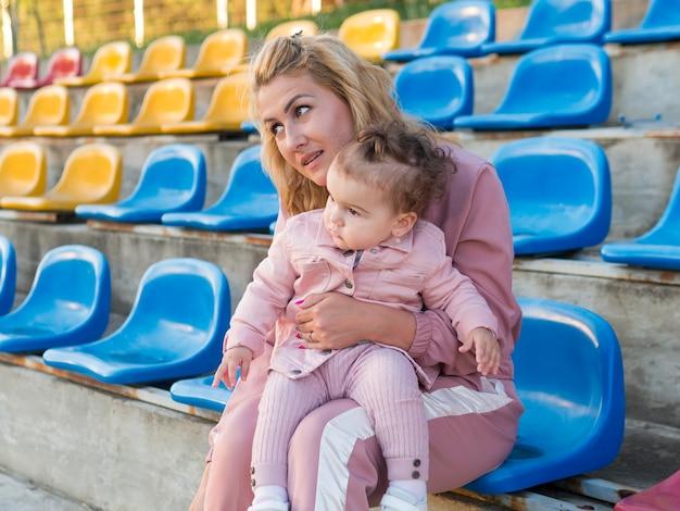 Enfant, Rose, Vêtements, Mère, Séance, Chaise Photo gratuit