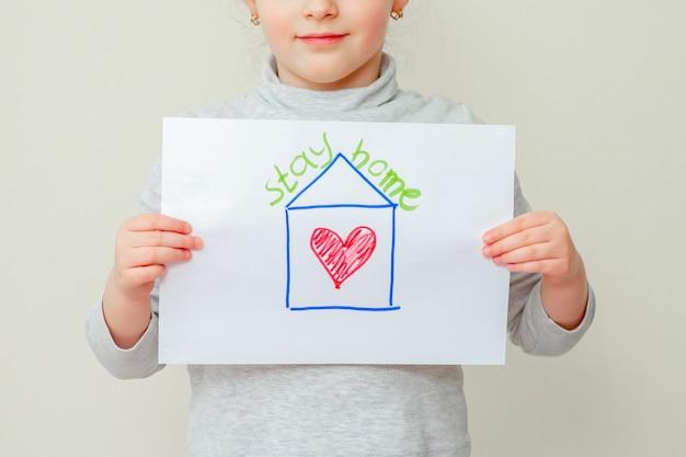 Enfant, Tenue, Image, Maison Photo Premium