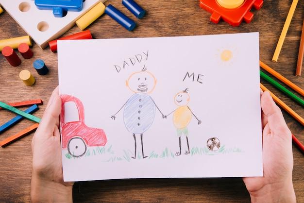 Enfants dessinant pour la fête des pères Photo gratuit