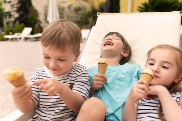 Enfants, Manger, Glace Photo Premium