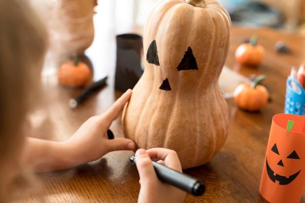 Enfants Mignons Avec Concept Halloween Citrouilles Photo gratuit