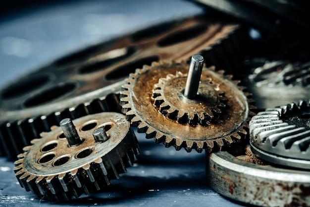 Engrenages d'une ancienne machine industrielle Photo Premium