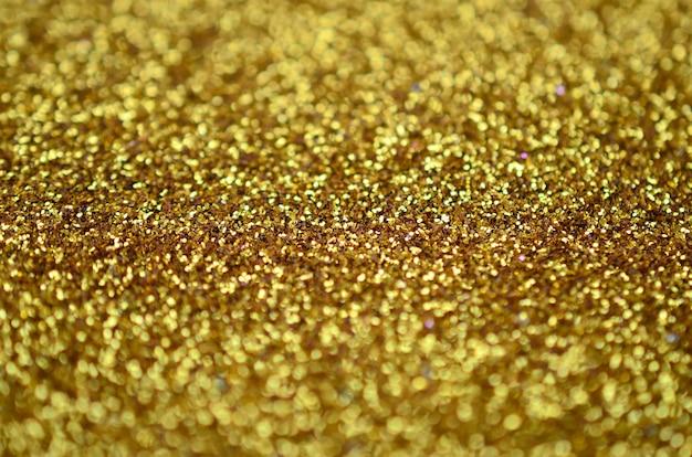 Une énorme quantité de paillettes décoratives jaunes Photo Premium