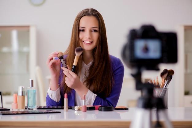 Enregistrement d'une vidéo sur une blogueuse mode Photo Premium