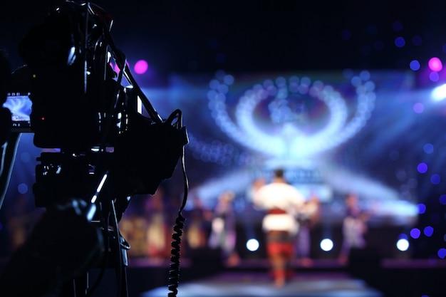 Enregistrement vidéo en direct sur réseau social de production vidéo sur un événement Photo Premium