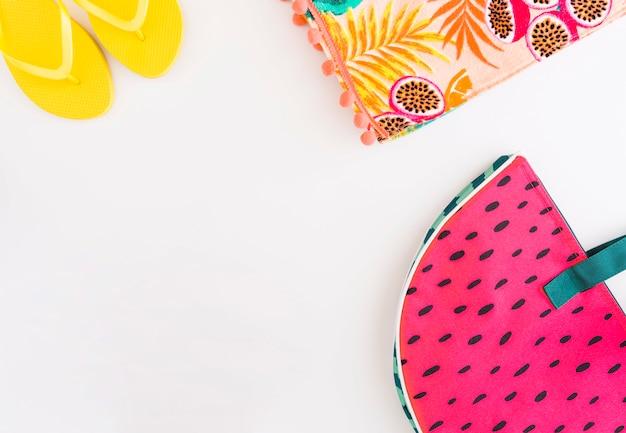 Ensemble d'accessoires pour les vacances d'été à la plage Photo gratuit