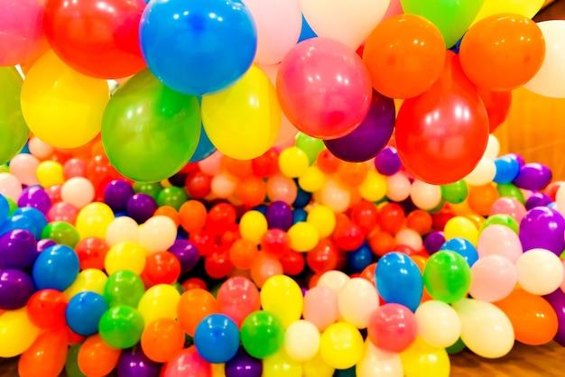 Ensemble de ballons colorés pour les fêtes et les mariages ronds Photo Premium