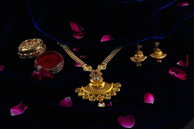Ensemble de bijoux de mariage indien Photo Premium