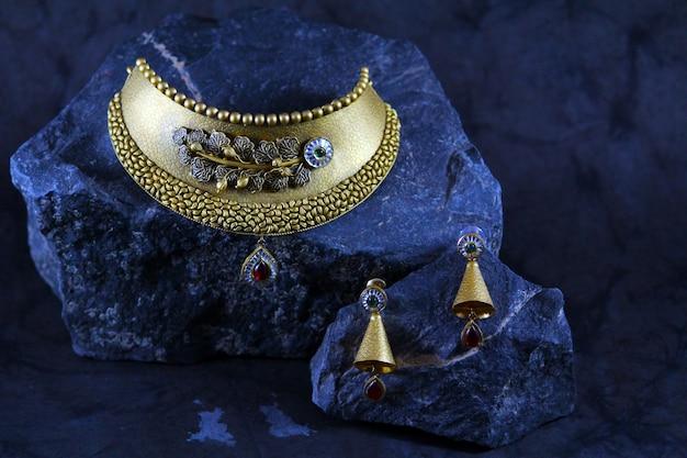 Ensemble de bijoux de mariée en or Photo Premium
