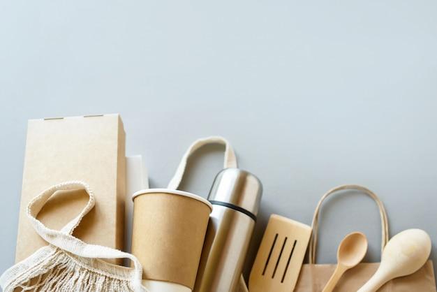 Ensemble De Boîte De Nourriture En Fibre Végétale écrue Et Tasse à Café En Papier. Emballage écologique Pour Aliments Et Boissons En Fibre Naturelle. Photo Premium