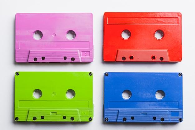 Ensemble de cassettes colorées Photo gratuit