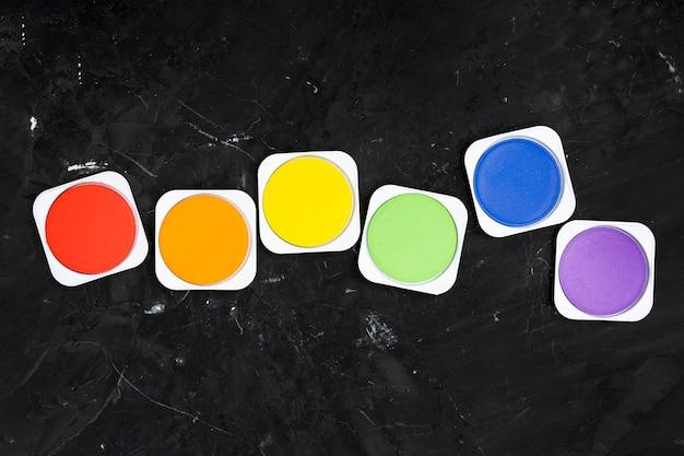 Ensemble de couleurs de peinture brillantes lgbt Photo gratuit