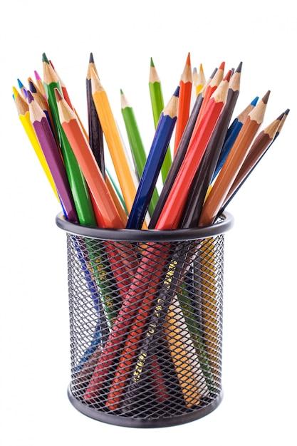 Ensemble De Crayons De Couleur Pour Dessiner Dans Un Support Noir Photo Premium
