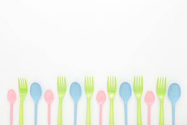 Ensemble Cuillère Et Fourchette En Plastique Copy-space Photo gratuit