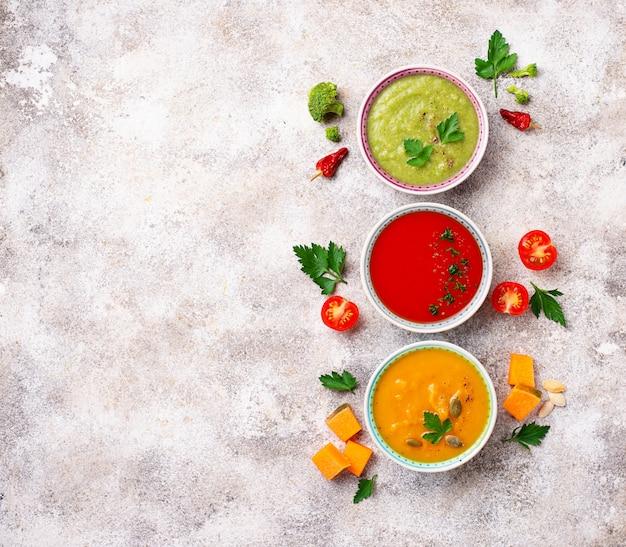 Ensemble De Différentes Soupes à La Crème De Légumes Photo Premium