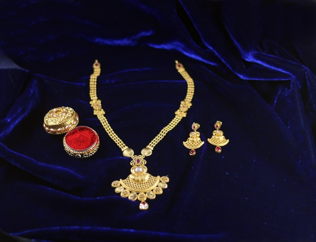Ensemble de mangalsutra indien Photo Premium