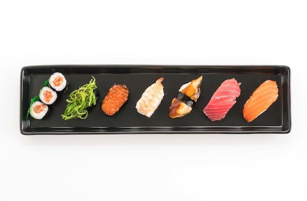 Ensemble mélangé de sushis - nourriture japonaise Photo gratuit