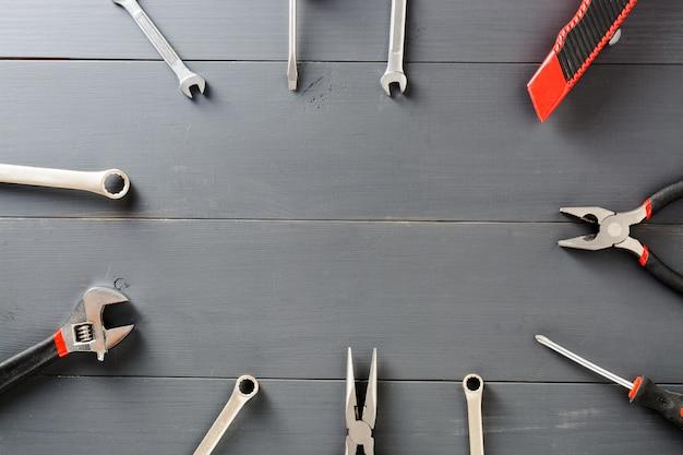 Ensemble d'outils ménagers. espace de copie. Photo Premium