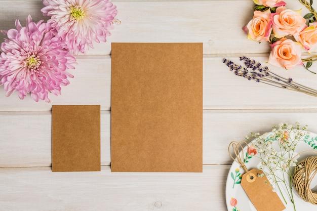Ensemble De Papeterie En Carton Floral Photo gratuit