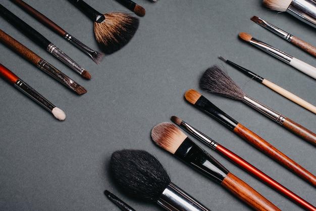 Ensemble de pinceaux professionnels pour le maquillage des yeux et les soins de la peau du visage Photo Premium