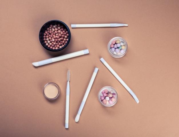 Ensemble de produits cosmétiques décoratifs Photo Premium