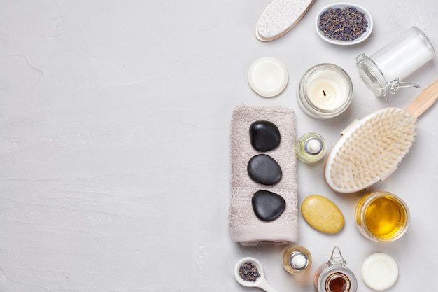 Ensemble De Produits De Spa Traditionnels. Concept De Soin Du Corps Naturel Photo Premium
