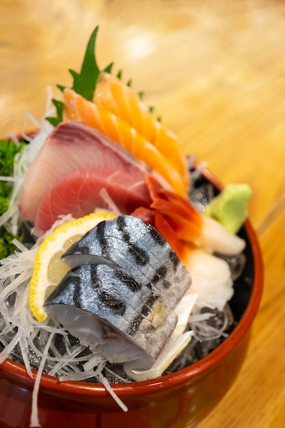 Ensemble de sashimi en tranches fraîches, cuisine japonaise. Photo Premium