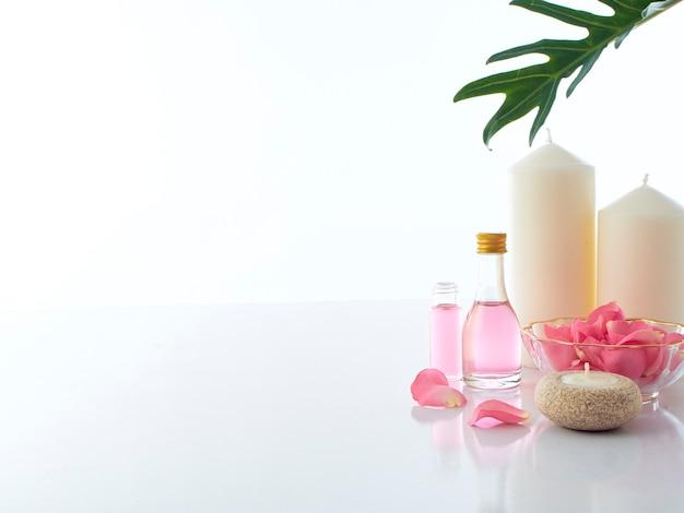 Ensemble de spa naturel de pot-pourri à la rose et aux bougies parfumées Photo Premium