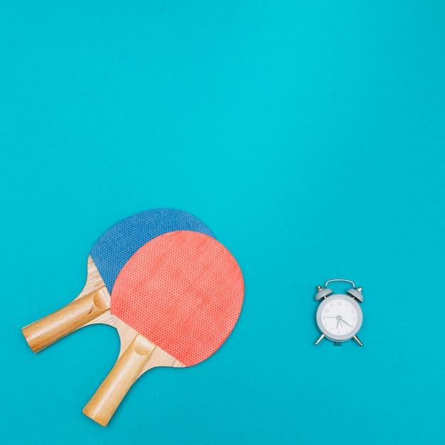 Ensemble de sport pour jouer au tennis de table Photo gratuit
