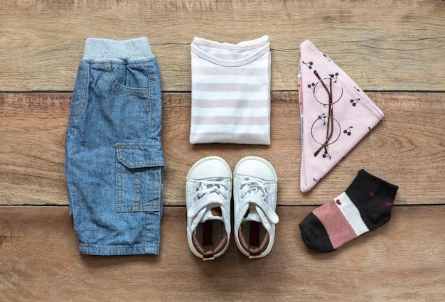 Ensemble de vêtements de mode pour enfants Photo Premium