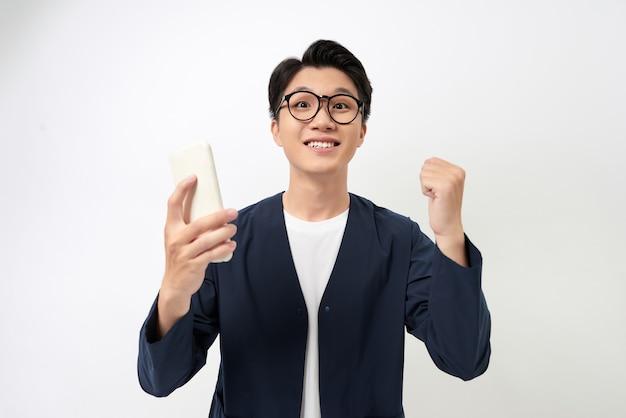 Enthousiaste Jeune Asiatique Portant Des Lunettes Photo Premium
