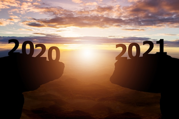 Entre 2020 Et 2021 Ans Avec Fond De Coucher De Soleil Silhouette Photo Premium