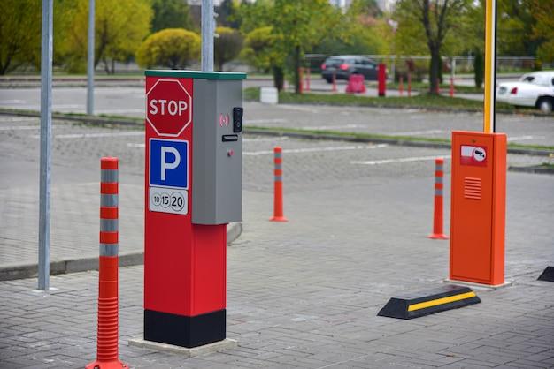 Entrée D'un Parking Payant En Ville Photo Premium