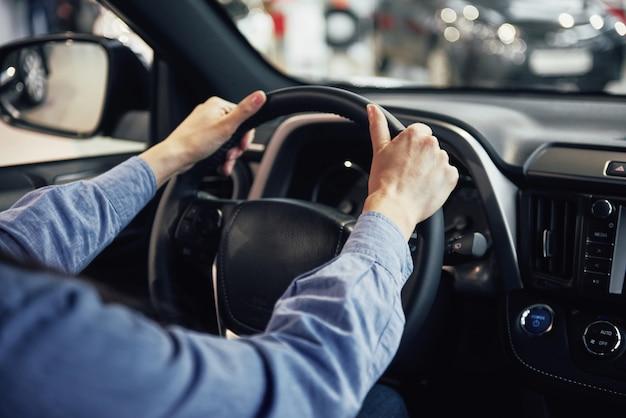 Entreprise Automobile, Vente De Voitures, Consommation Et Concept De Personnes Photo gratuit