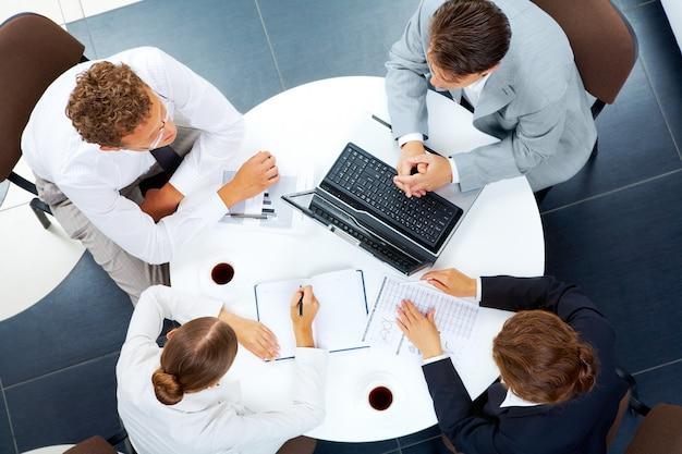 Entreprise le travail d'équipe du clavier ensemble d'interaction Photo Premium