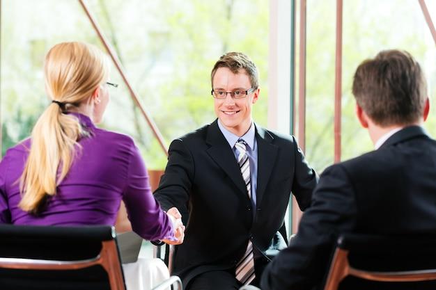 Entretien d'embauche avec les ressources humaines et le candidat Photo Premium
