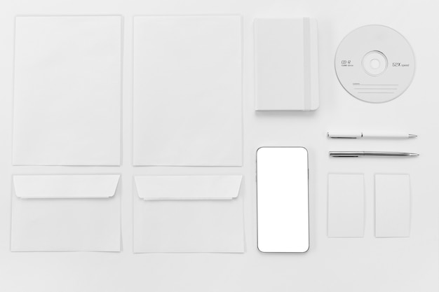 Enveloppe Plate Et Arrangement Téléphonique Photo gratuit